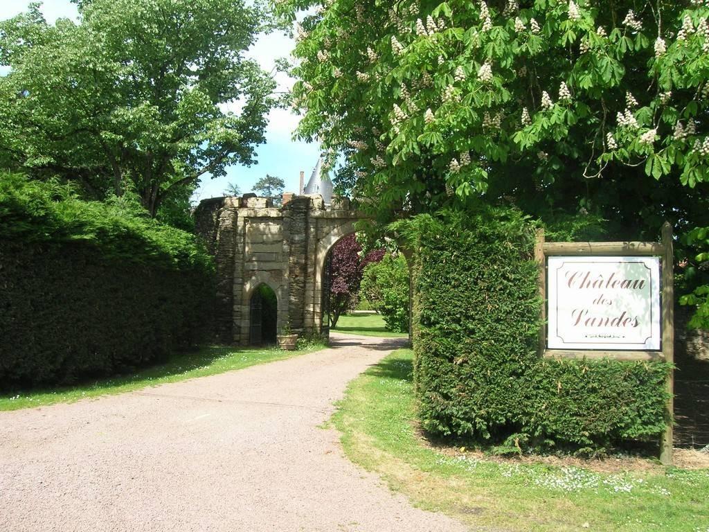 CHATEAU DES LANDES Chambres d H´tes en Pays de la Loire