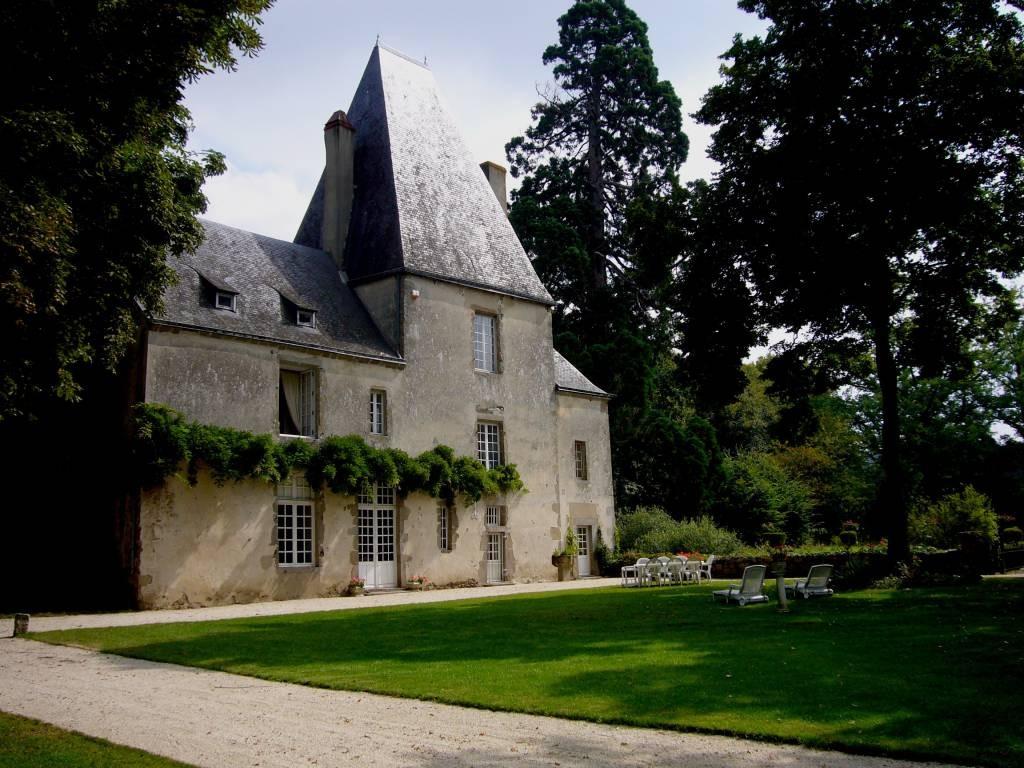 chambres d 39 hotes le chateau de la cour chambres d 39 h tes en pays de la loire. Black Bedroom Furniture Sets. Home Design Ideas