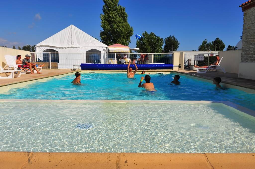 Camping le pavillon bleu campings en pays de la loire for Bouguenais piscine