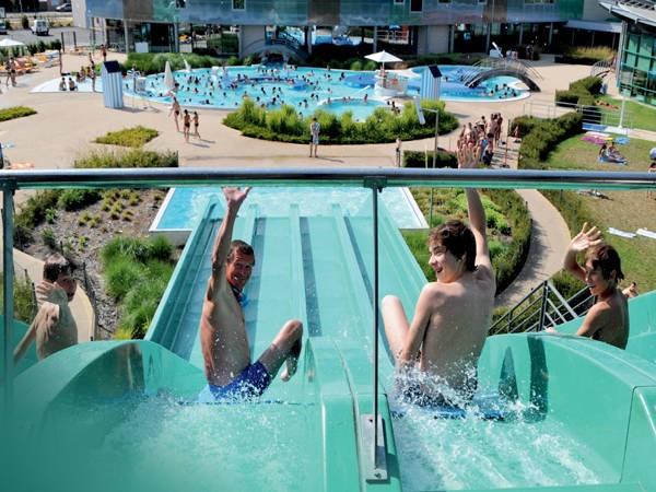 Glisseo piscines autour de l 39 eau en pays de la loire for Piscine bouguenais