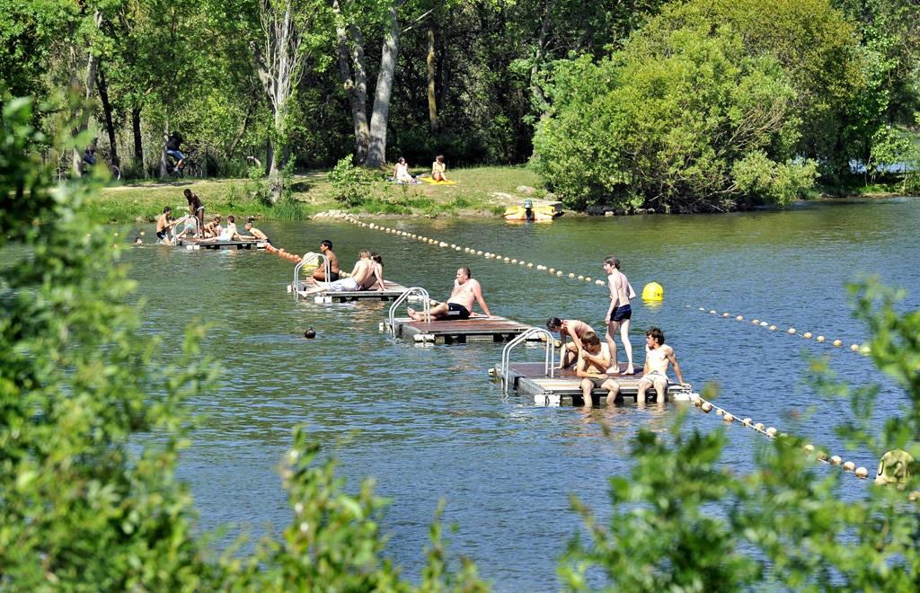 parc de loisirs du lac de maine autour de l 39 eau en pays de la loire. Black Bedroom Furniture Sets. Home Design Ideas