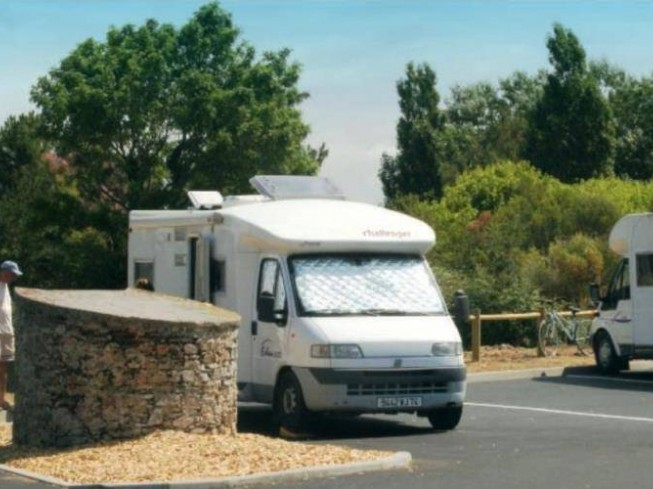 AIRE CAMPING-CARS LES PLESSES