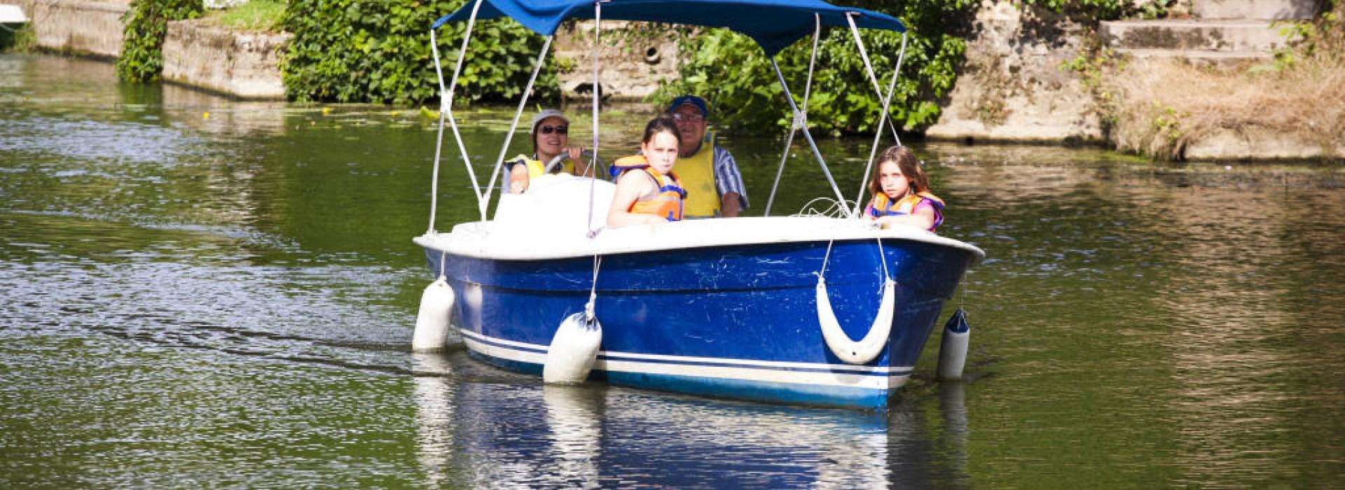 aventure nautique location de bateaux sans permis a malicorne sur sarthe autour de l 39 eau en. Black Bedroom Furniture Sets. Home Design Ideas