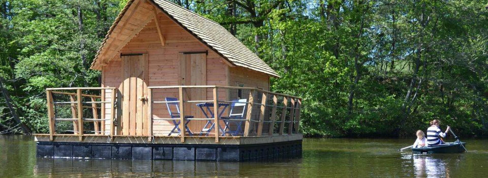 domaine des vaulx cabane sur l 39 eau h bergements insolites en pays de la loire. Black Bedroom Furniture Sets. Home Design Ideas