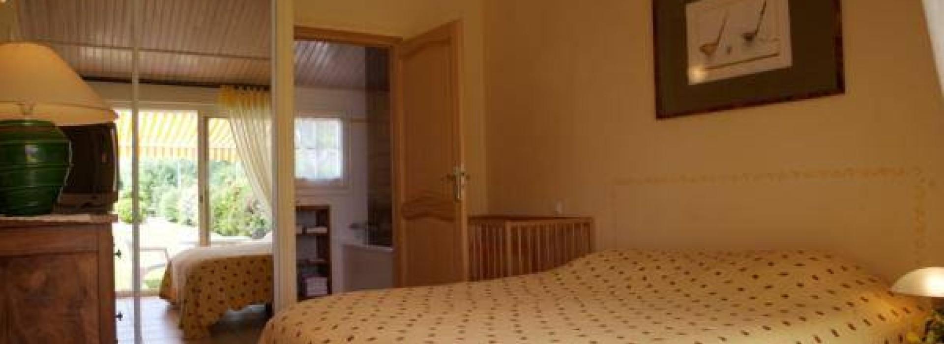4 clevacances, piscine couverte, prestations de qualite: Chambres d ...