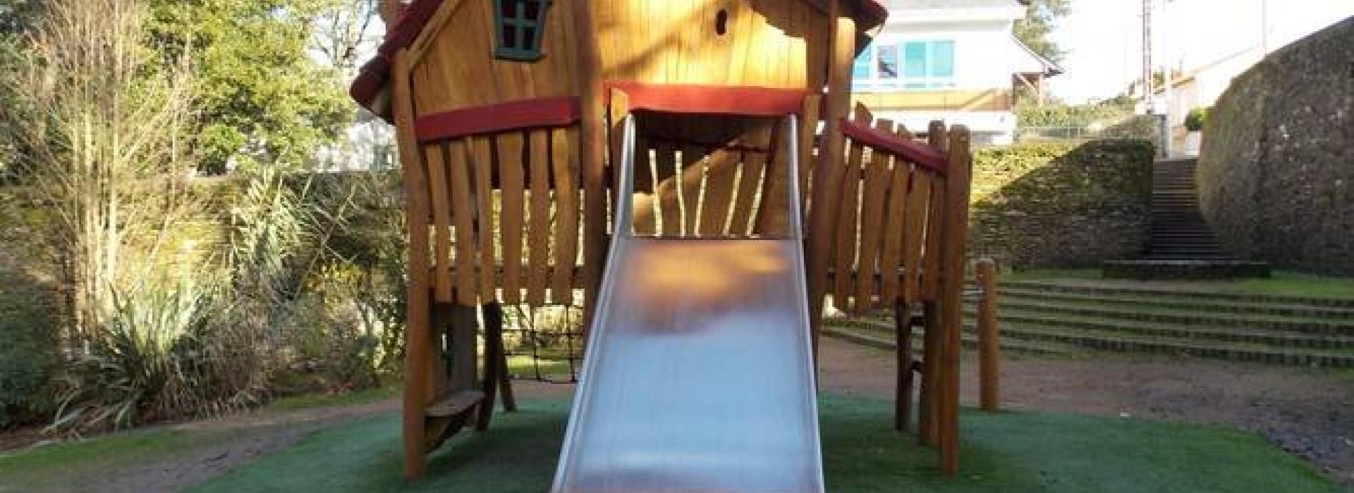 aire de jeux jardin de gourmalon loisirs pour jeunes en pays de la loire. Black Bedroom Furniture Sets. Home Design Ideas