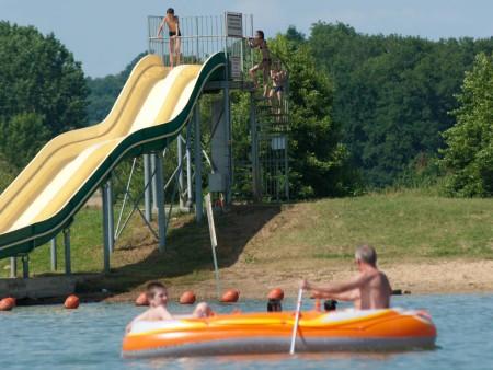 Espace de loisirs lac des varennes autour de l 39 eau en for Piscine aquajade